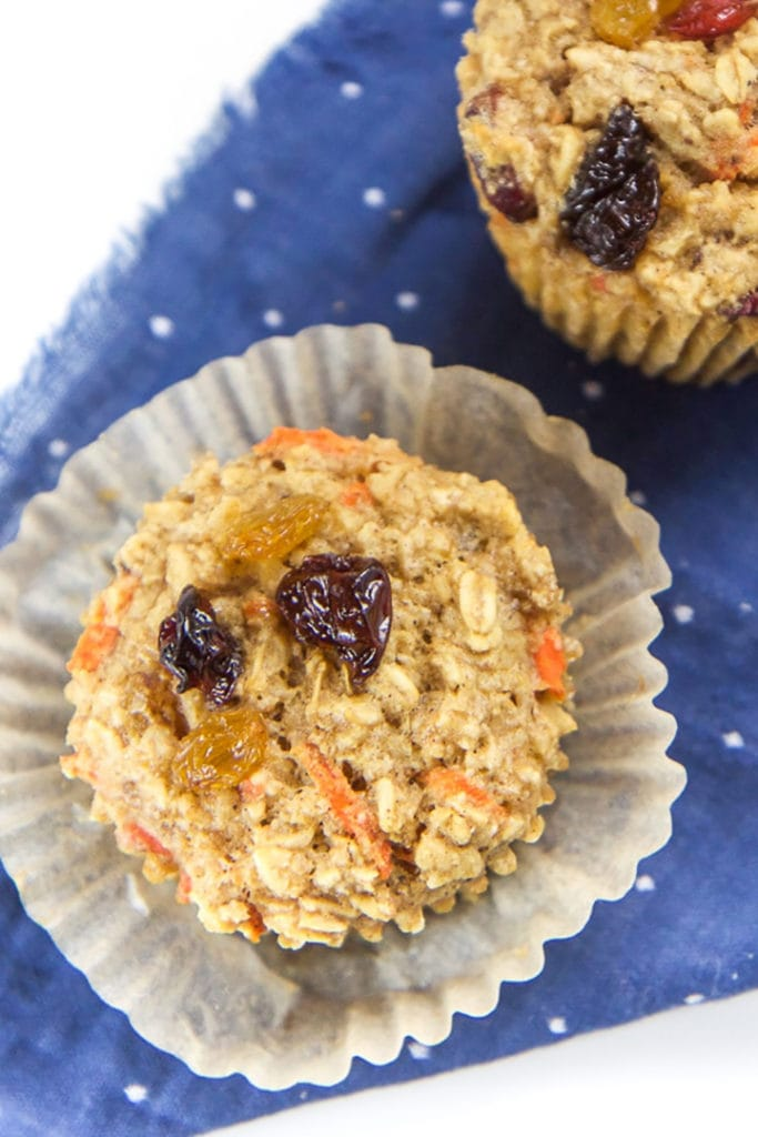 Oatmeal cup with carrots and raisins.