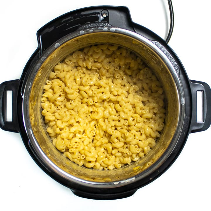 Instant pot with cooked Mac and cheese.