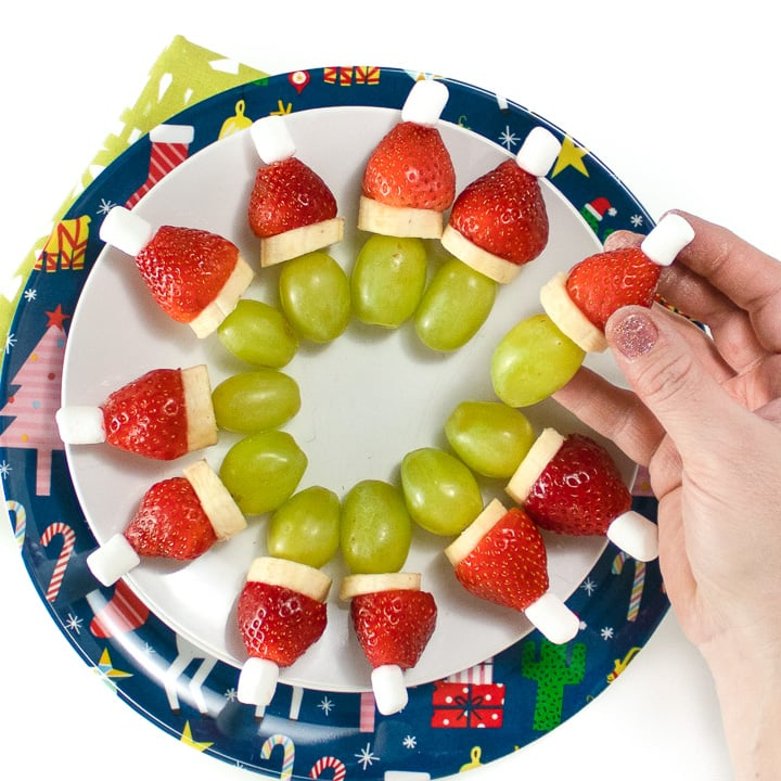 round plate with grinch kabobs in a circle.