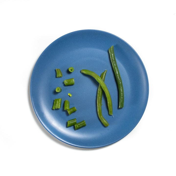 Blue plate with green beans.